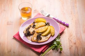 pic of indian apple  - escalope with apple  and black olives  - JPG