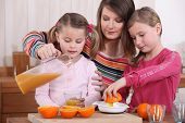 picture of niece  - Family squeezing fresh orange juice - JPG