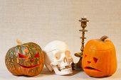 Постер, плакат: Веселые и грустные Хэллоуин тыква и череп