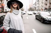 Portrait Of A Young Beautiful Fashionable Girl Wearing Sunglasses. Model In A Stylish Black Hat. Har poster