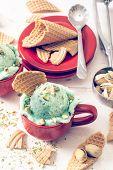 Постер, плакат: Ice Cream With Pistachios