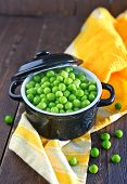 foto of peas  - green peas in bowl and on a table - JPG
