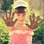 foto of dirty  - Girl shows her dirty hands - JPG