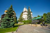 pic of cannon-ball  - Tsar Cannon view in front of Patriarch - JPG
