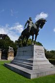 pic of reign  - Leopold II statue  - JPG