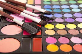 foto of face-powder  - Makeup brushes and makeup eye shadows - JPG