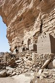 image of dogon  - The principal Dogon area is bisected by the Bandiagara Escarpment  - JPG