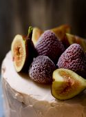 image of torte  - Small torte with freshness strawberries and figs