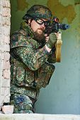 pic of rifle  - military - JPG