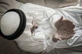 pic of arab man  - Elderly Muslim Arabic man praying - JPG