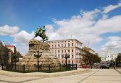 pic of bohdan  - Bogdan Khmelnitsky monument in Kiev near Mikhajlovskaya square - JPG