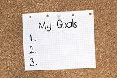 foto of bulletin board  - My goals list with numbers on sheet paper pinned on cork bulletin board - JPG