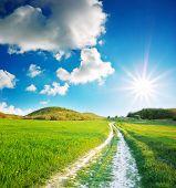 Постер, плакат: Дорога лэйн и глубокое синее небо Природа дизайн