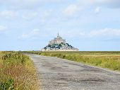 picture of mont saint michel  - road to mont saint - JPG