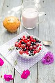 ������, ������: Breakfast Garden Fruits Currants Gooseberries Buttermilk