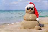 foto of snowmen  - Snowman made out of sand - JPG
