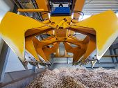 Biomass Crane For Handling Waste, Slag, Sludge, Straw Bale poster