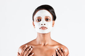 foto of mud pack  - Young African woman in Studio doing body care with refreshing facial mask for young and beautiful skin and relaxation - JPG