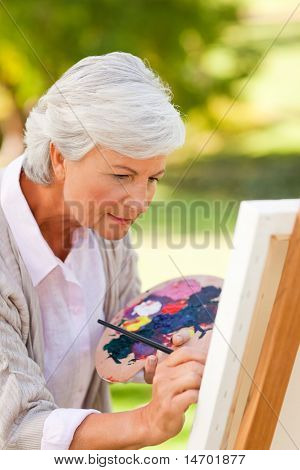 Постер, плакат: Зрелая женщина живопись в парке, холст на подрамнике