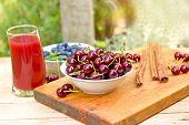 foto of cherries  - Cherries and cherry juice  - JPG
