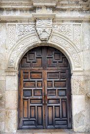 picture of entryway  - Entryway into the historic Alamo in San Antonio TX - JPG
