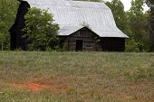 Picture of old barn.