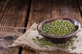 picture of mung beans  - Heap of dried Mung Beans  - JPG