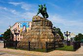 foto of bohdan  - Bohdan Khmelnitskiy Statue in Kyiv Ukraine - JPG