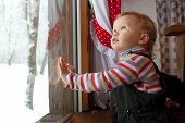 pic of pry  - The little girl is looking out the window at the cafe - JPG
