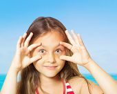 picture of  eyes  - funny little girl - JPG