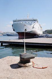 pic of passenger ship  - The image of a passenger ship - JPG
