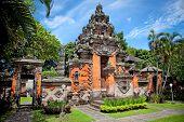 picture of gunung  - Entrance gate of Negeri Propinsi Museum in Denpasar - JPG