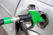 picture of gasoline station  - Putting gasoline in vehicle  - JPG