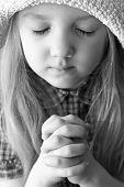 Постер, плакат: Портрет девушки молиться