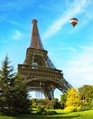 picture of arch foot  - Hugel Eiffel Tower - JPG