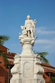 foto of christopher columbus  - White marble statue of Christopher Columbus in the Plaza De La Aduana in the historic Spanish colonial city of Cartagena de Indias - JPG
