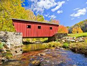 foto of covered bridge  - Typical new England covered bridge in the fall - JPG