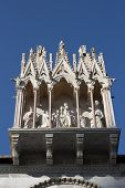 picture of golgotha  - Pisa the Camposanto statues at the burial ground entrance - JPG