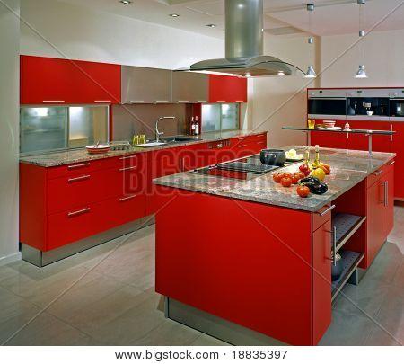Постер, плакат: Современная кухня с красной шкаф, холст на подрамнике