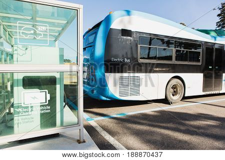 Electric vehicle bus