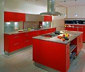 Постер, плакат: Современная кухня с красной шкаф
