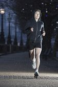foto of early 20s  - Full length of a male runner on early winter morning in London - JPG