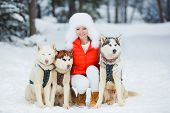 image of sled-dog  - Beautiful woman with green eyes - JPG
