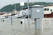 picture of flood  - Roads and streets submerged by the flood  - JPG