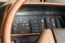 foto of mph  - Old style analog speedometer in obsolete Japanese car where still functional when this picture was taken - JPG