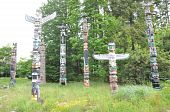 pic of indian totem pole  - Totem poles in Stanley Park - JPG