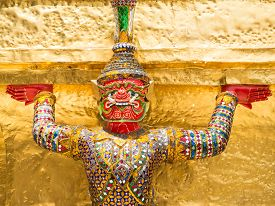 pic of garuda  - Garuda in Kangkok Thailand in a sunny day - JPG