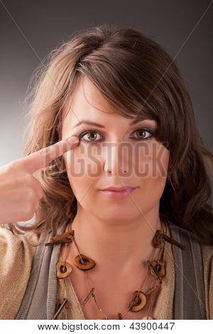 Постер, плакат: Женщина делает EFT на углу точки глаз Эмоциональная Свобода Техника выстукивать форма Коу, холст на подрамнике