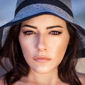 foto of arabic woman  - Closeup portrait of gorgeous beautiful arabic woman with perfect makeup wearing stylish hat - JPG