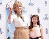 LOS ANGELES - APR 27:  Jane Fonda & grand daughter Viva arrives to the Jane Fonda Hand and Foot prin